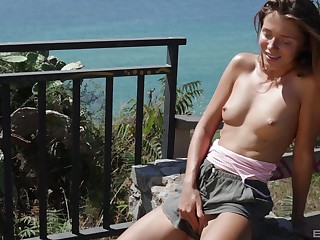 Just MILF peaches babe loves to flash her private parts in public