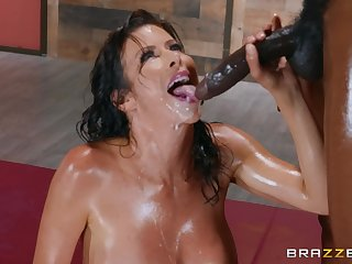 Instead of massage horny Alexis Fawx gets a hard client's penis
