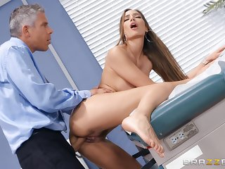 Doctor does outstanding things to Desiree Dulce's awesome pussy