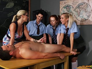 Young schoolgirls are keen to learn new porn skills