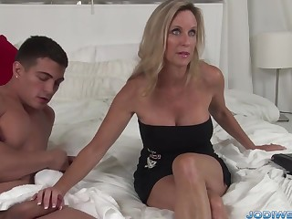 Provocative Taut Mom Smooches Her Junior Trainer With Humungous Man Sausage