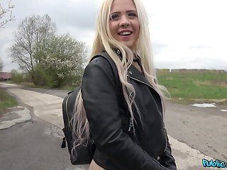 Outdoor wild fuck with a stranger is all that horny Anna Rey wants