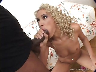 Blonde gets cumshot after her anal got thrilled in an interracial scene