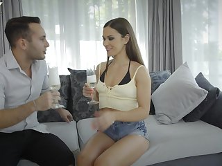 Pretty golddigger Alyssa Reece gives a blowjob to handsome rich guy