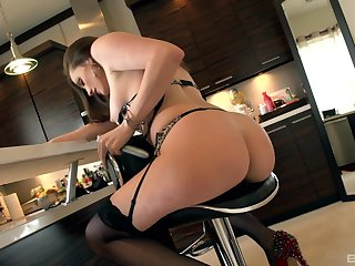 Curvy ass woman presents assets in perfect toy fucking XXX cam scenes