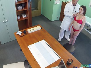 Hidden camera at the doctor's office records amazing sex with a patient