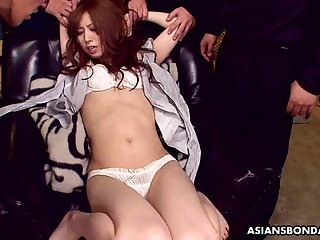 Japanese bitch Karin Yazawa spreads legs to get her pussy shaved