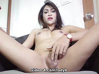 Mint Putting A Hot Show - Ladyboy-Ladyboy